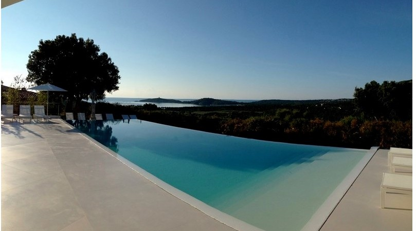 A contemporary property for rent in Pinarello