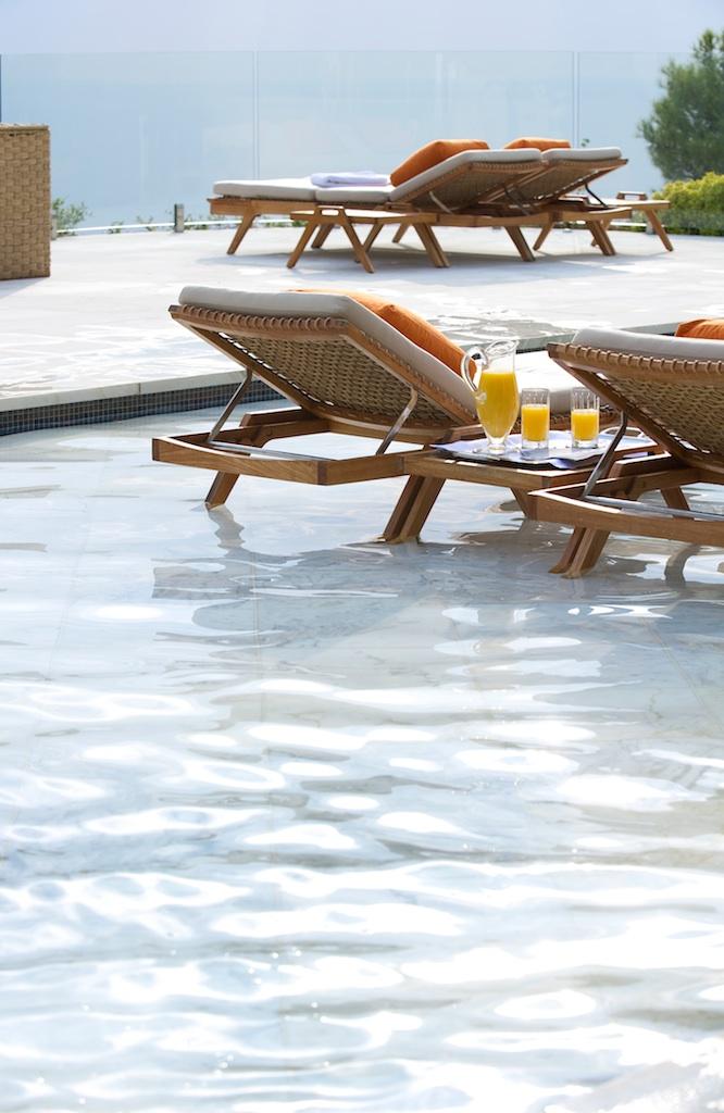 photo swimming pool and chairs, orange juice