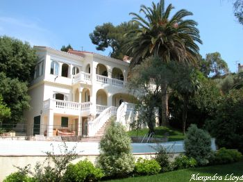 Villa for rent in Cap d'Antibes with 6 bedrooms, in  sqm of living area.