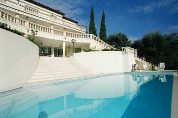 Villa for rent in Cannes - Super Cannes with 6 bedrooms, in  sqm of living area.