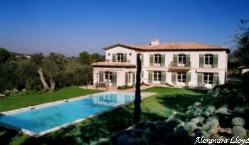 Villa for rent in Mougins - Valbonne with 6 bedrooms, in  sqm of living area.