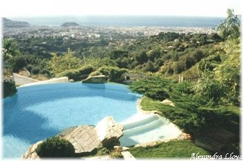 Villa for rent in Nice with 4 bedrooms, in  sqm of living area.
