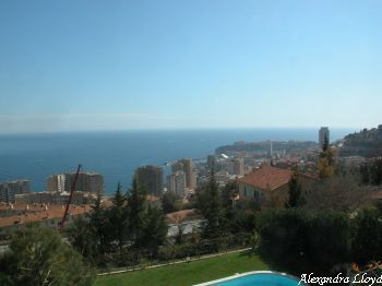 Villa for rent in Monaco with 5 bedrooms, in  sqm of living area.