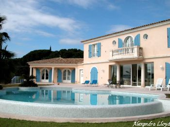 Villa for rent in St Tropez with 7 bedrooms, in  sqm of living area.