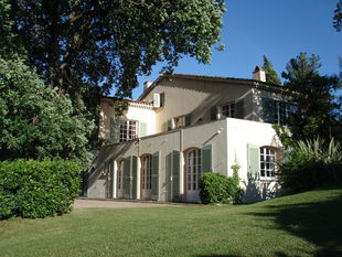 Villa for rent in St Tropez with 5 bedrooms, in 350 sqm of living area.