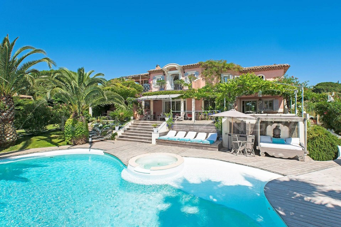 Villa for rent in St Tropez with 5 bedrooms, in 300 sqm of living area.