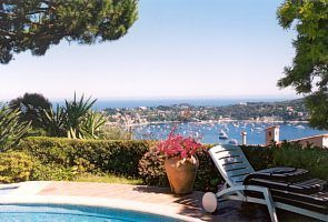 Villa for rent in Cap Ferrat - Villefranche with 3 bedrooms, in 220 sqm of living area.