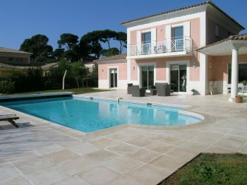 Villa for rent in Cap d'Antibes with 4 bedrooms, in 260 sqm of living area.