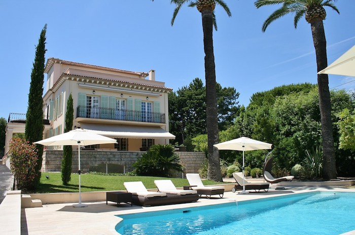 Villa for rent in Cap d'Antibes with 7 bedrooms, in 350 sqm of living area.