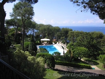 Villa for rent in Cap Ferrat - Villefranche with 8 bedrooms, in 800 sqm of living area.