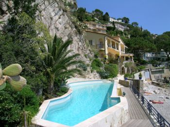 Villa for rent in Cap d'Ail with 4 bedrooms, in  sqm of living area.