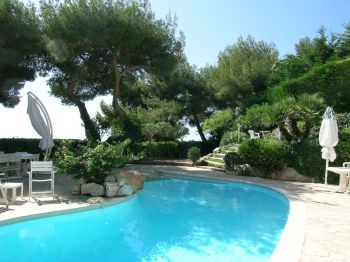 Villa for rent in Monaco with 3 bedrooms, in  sqm of living area.