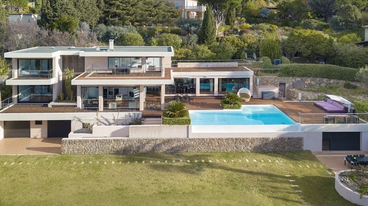 Villa for rent in Cannes - Super Cannes with 4 bedrooms, in 300 sqm of living area.