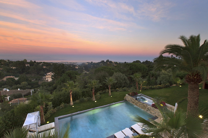 Villa for rent in Cannes - Super Cannes with 6 bedrooms, in 430 sqm of living area.