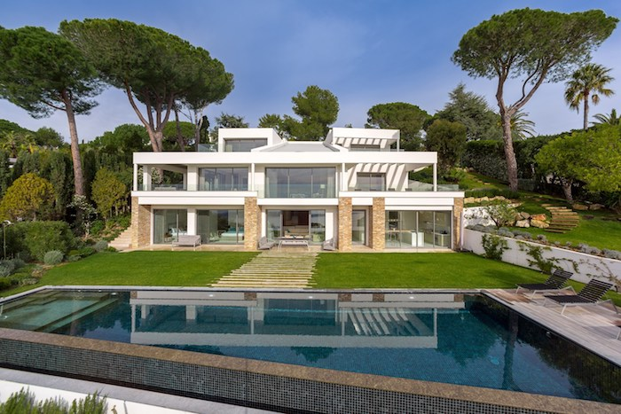 Villa for rent in Cannes - Super Cannes with 5 bedrooms, in 650 sqm of living area.