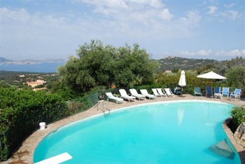 Villa for rent in CORSICA with 6 bedrooms, in 400 sqm of living area.