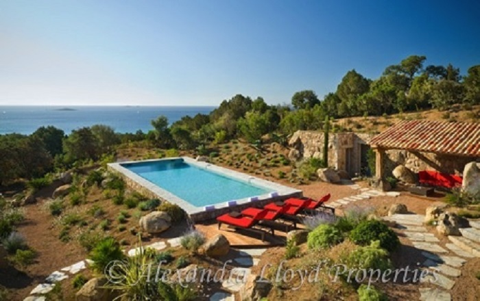 Villa for rent in CORSICA with 5 bedrooms, in 575 sqm of living area.