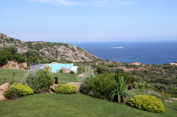 Villa for rent in CORSICA with 6 bedrooms, in 380 sqm of living area.