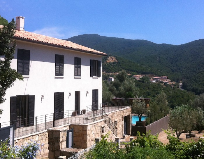 Villa for rent in CORSICA with 5 bedrooms, in 300 sqm of living area.