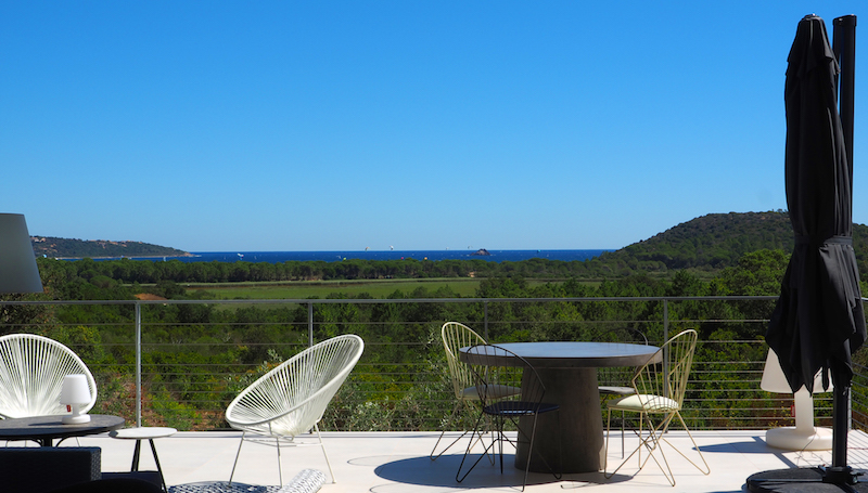Villa for rent in CORSICA with 5 bedrooms, in 200 sqm of living area.