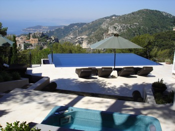 Villa for rent in Eze with 4 bedrooms, in 200 sqm of living area.