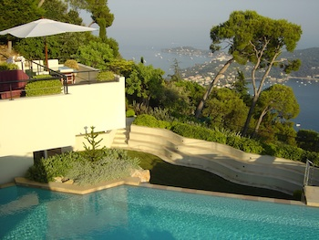 Villa for rent in Cap Ferrat - Villefranche with 6 bedrooms, in 1200 sqm of living area.