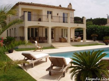 Villa for rent in St Tropez with 4 bedrooms, in  sqm of living area.