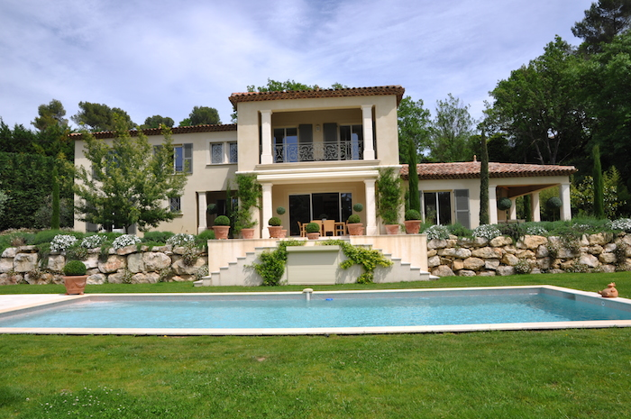 Villa for rent in Mougins - Valbonne with 5 bedrooms, in 350 sqm of living area.