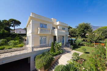 Villa for rent in Roquebrune Cap-Martin with 5 bedrooms, in  sqm of living area.