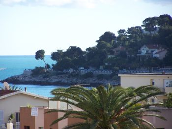 Apartment for rent in Roquebrune Cap-Martin with 2 bedrooms, in  sqm of living area.