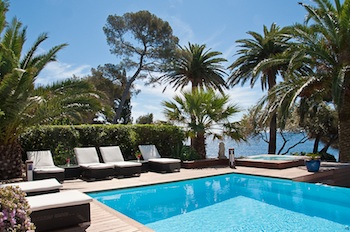 Villa for rent in St Tropez with 17 bedrooms, in  sqm of living area.
