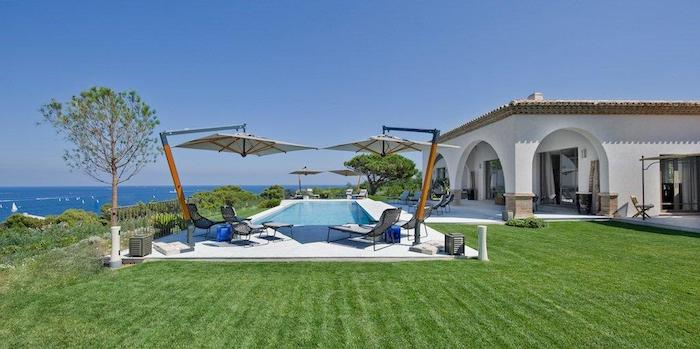 Villa for rent in St Tropez with 4 bedrooms, in 400 sqm of living area.
