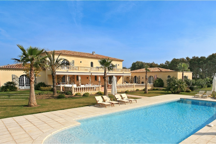 Villa for rent in St Tropez with 6 bedrooms, in 500 sqm of living area.