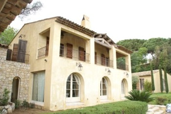 Villa for rent in St Tropez with 6 bedrooms, in  sqm of living area.
