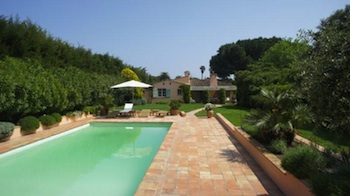 Villa for rent in St Tropez with 3 bedrooms, in 150 sqm of living area.