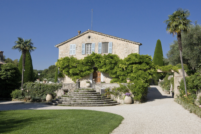 Villa for rent in Mougins - Valbonne with 16 bedrooms, in  sqm of living area.