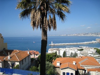 Apartment for rent in Cap Ferrat - Villefranche with 3 bedrooms, in 93 sqm of living area.