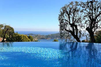 Villa for rent in Cap Ferrat - Villefranche with 5 bedrooms, in 270 sqm of living area.
