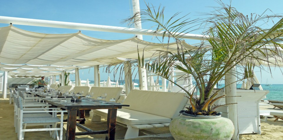 table at cabane bambou Ramatuelle